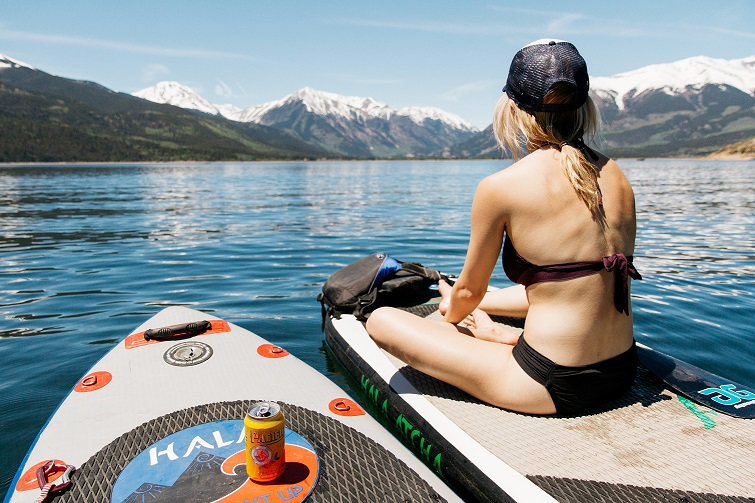 sup o stand up paddle con ragazza